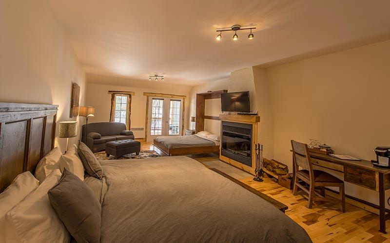 Chambre luxueuse avec foyer au bois - Auberge du Vieux Moulin