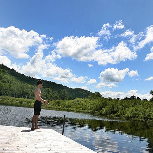 Pêche sur le lac de l'Auberge du Vieux Moulin dans Lanaudière