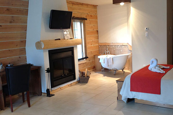 Luxury Room with fireplace & clawfoot tub