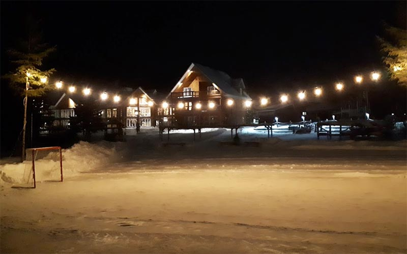Hockey at the Auberge du Vieux-Moulin in Lanaudière