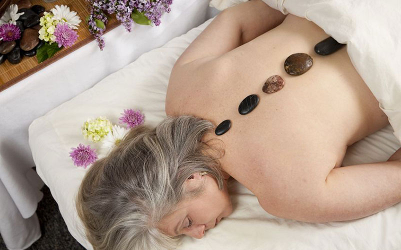 Massage aux pierres chaudes - Auberge du Vieux Moulin, vacances Lanaudière